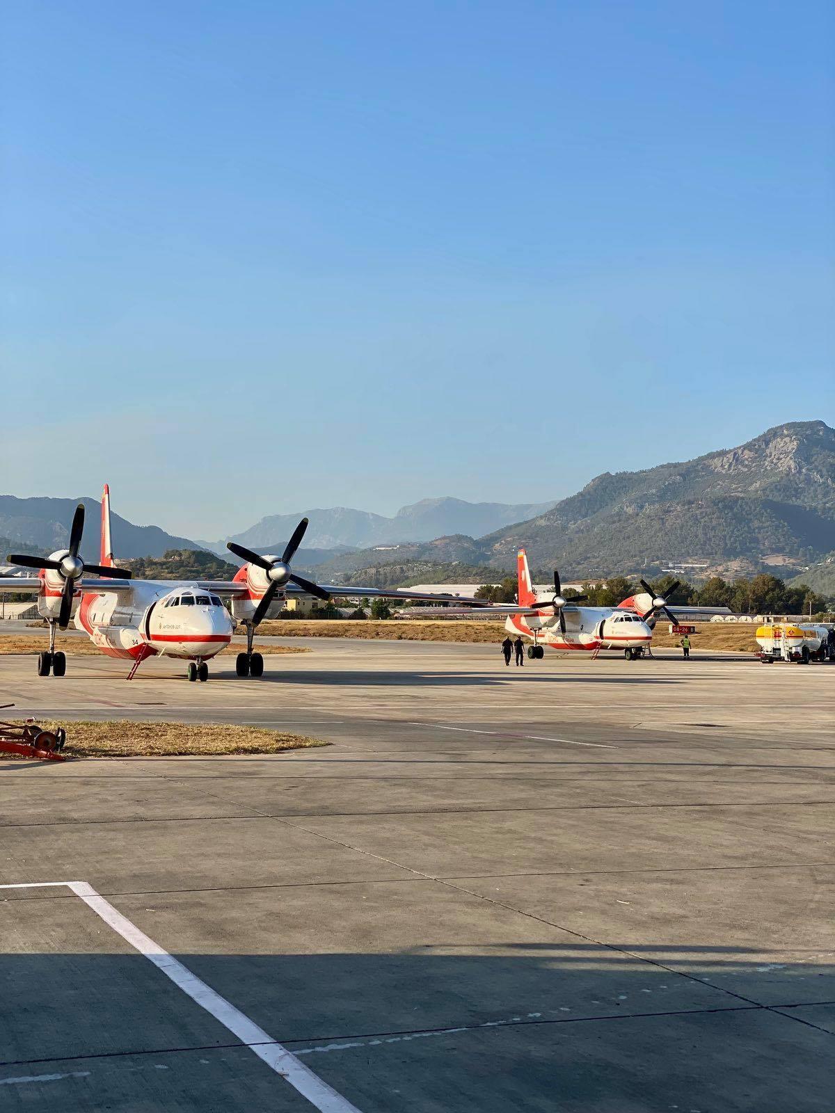 Украинская авиация начала тушить масштабные лесные пожары в Турции