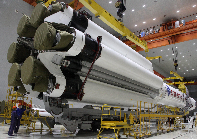 Двигатели первой ступени Протона-М (фото — Роскосмос)