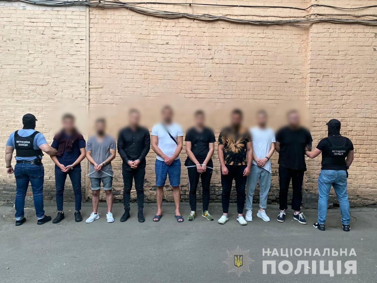 Полиция заявила о задержании банды во главе с россиянином. Жертв пытали и грабили: видео