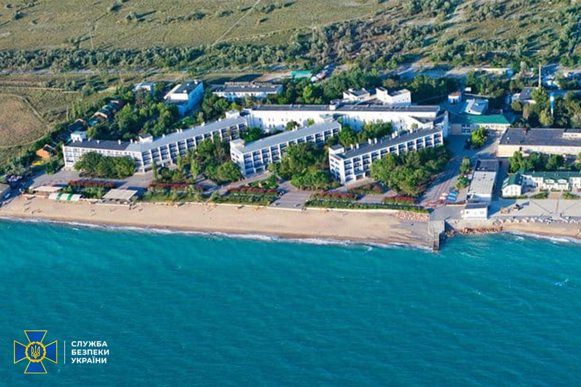 СБУ и полиция заблокировали схему вывоза боевиков и военных России на курорт в Крым – фото