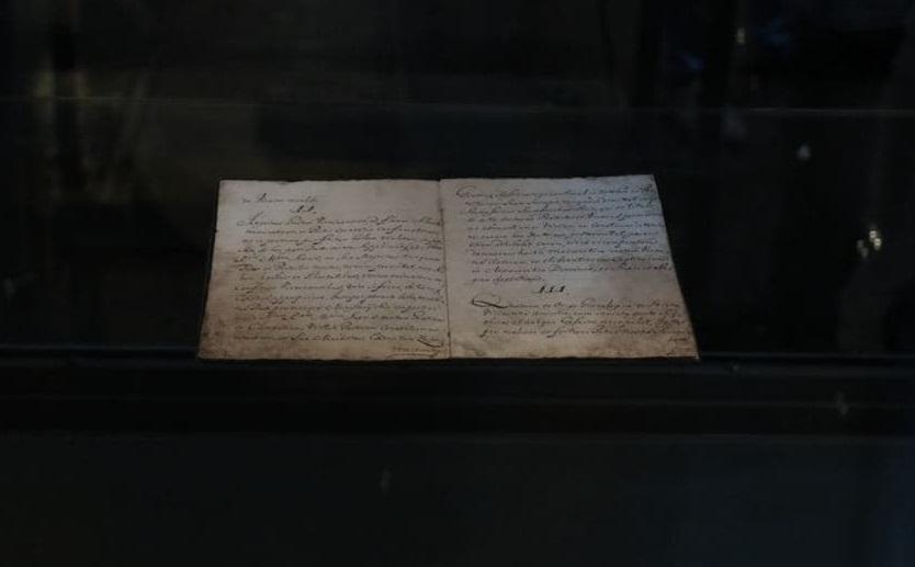 В Украину впервые привезли оригинал Конституции Пилипа Орлика – фото