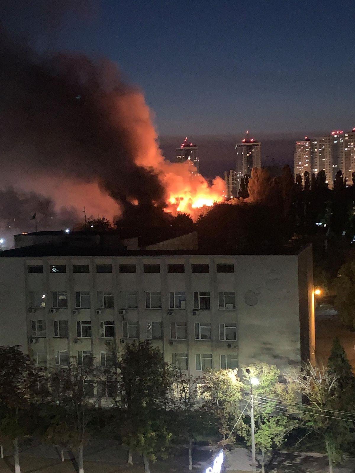 У Броварах Київської області горить п'ятиповерховий житловий будинок: фото, відео