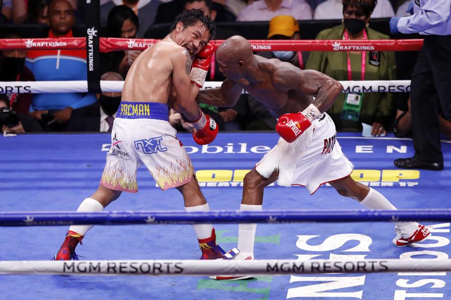 Бокс. Легендарный Мэнни Пакьяо проиграл кубинскому боксеру Йорденису Угасу