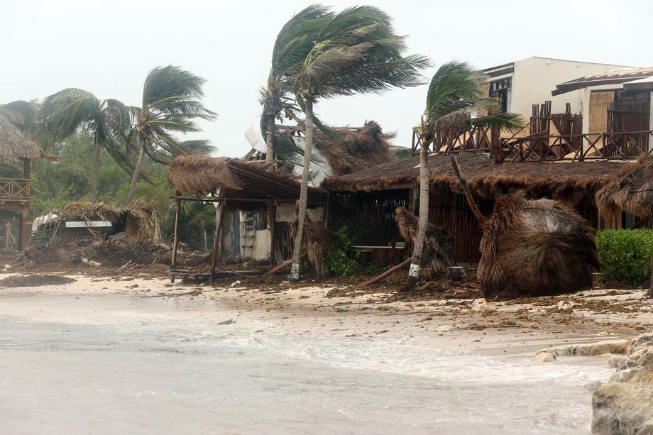 """""""Он унес с собой все"""". На Мексику обрушился ураган """"Грейс"""": погибли восемь человек – фото"""