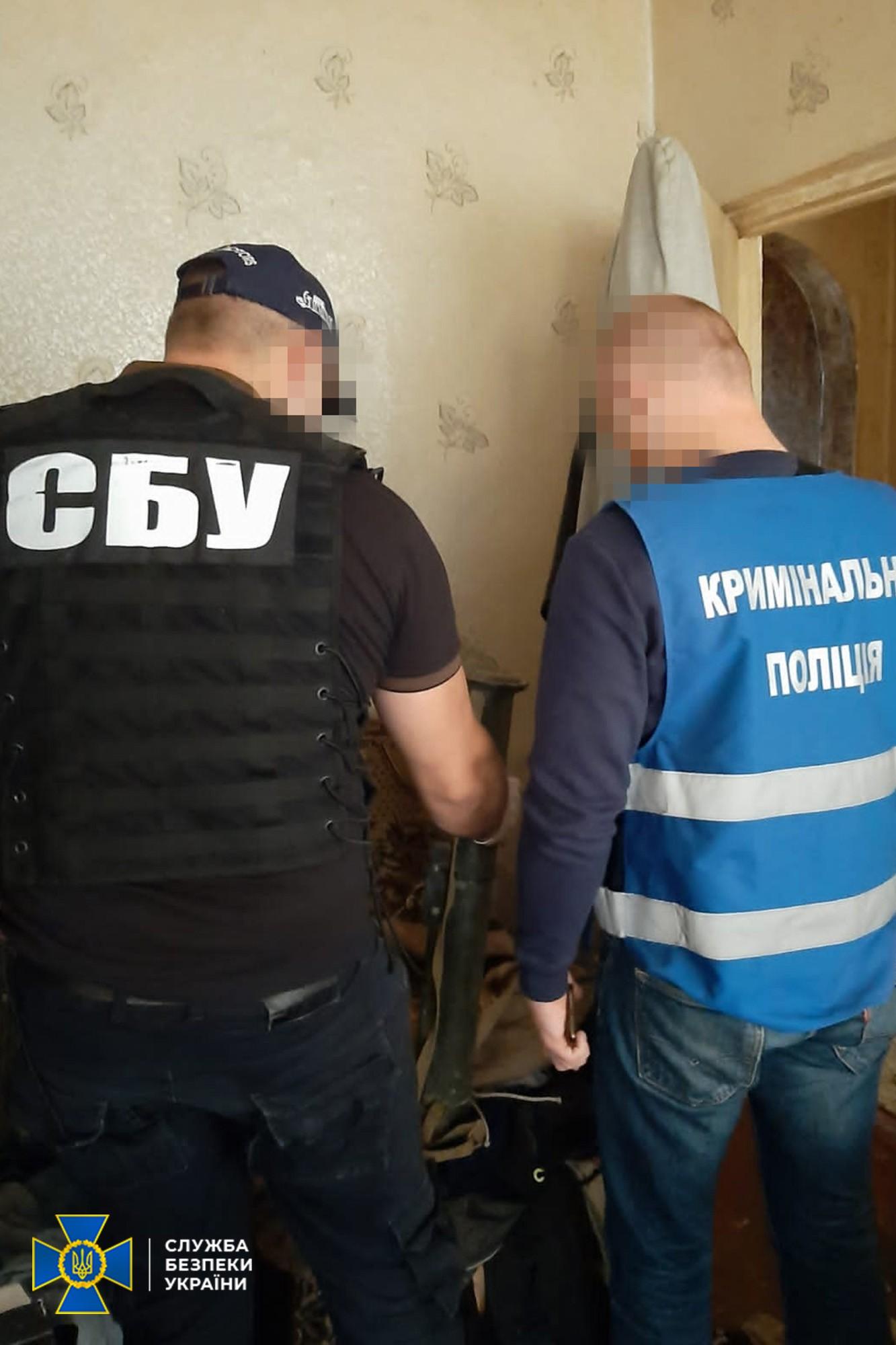 СБУ нашла тайник с оружием и боеприпасами в центре Кропивницкого – фото