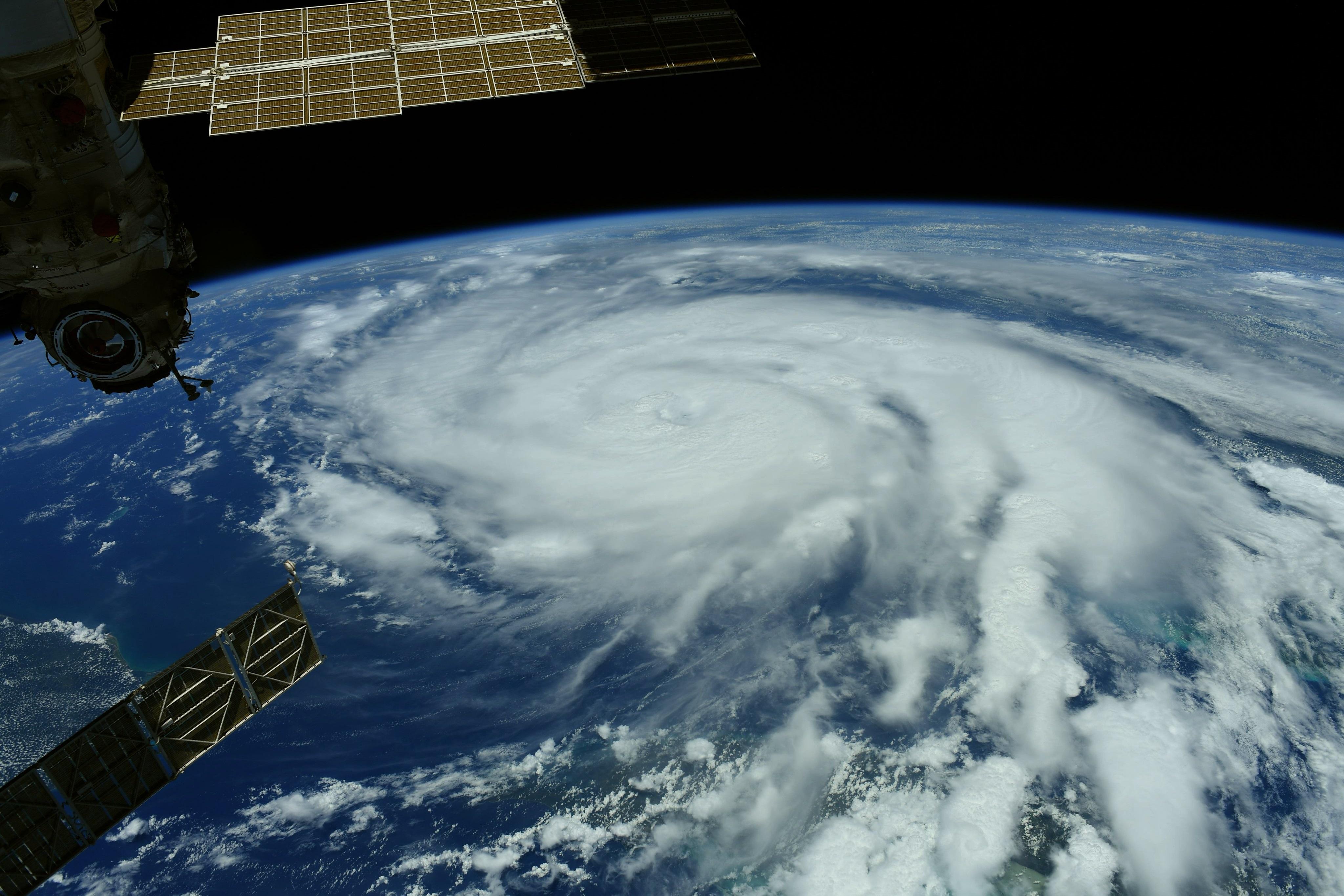Ураган Ида развернул течение Миссисипи и обесточил Новый Орлеан – фото стихии из космоса