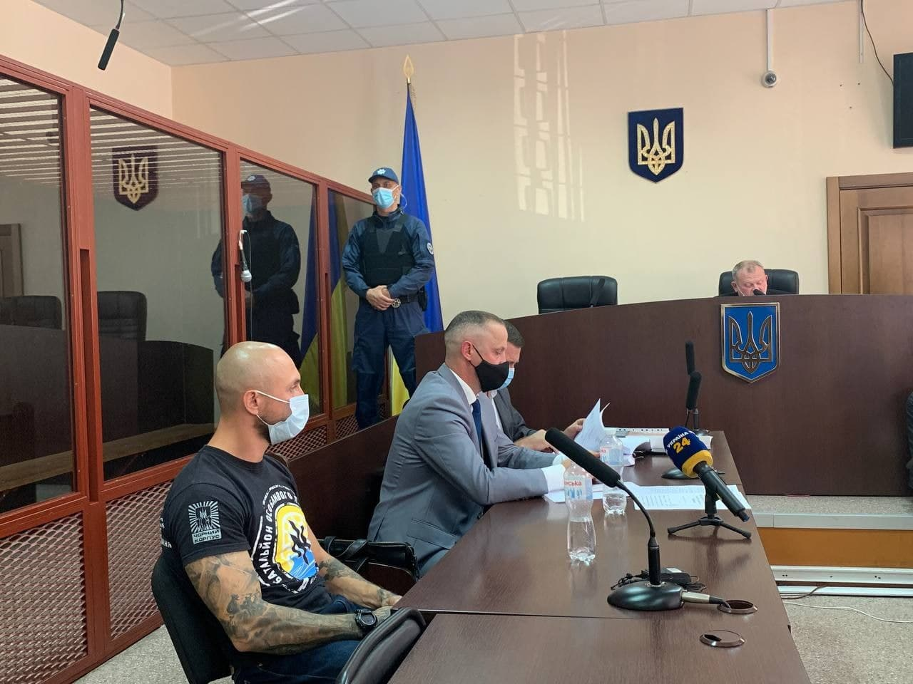 Столкновения с полицией под Офисом президента: двух членов Нацкорпуса отправили под арест