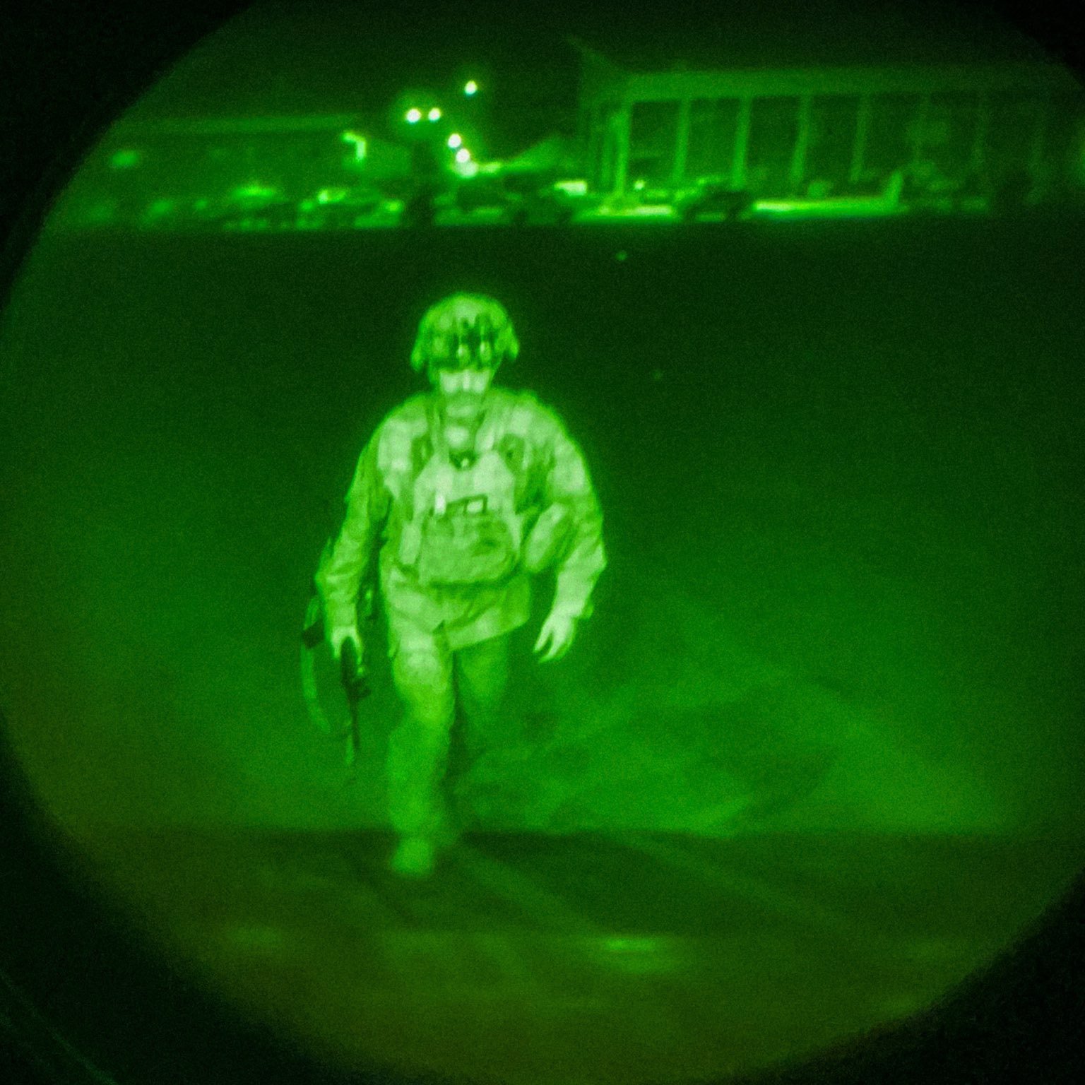 Фото дня. Последний американский военный покинул Афганистан