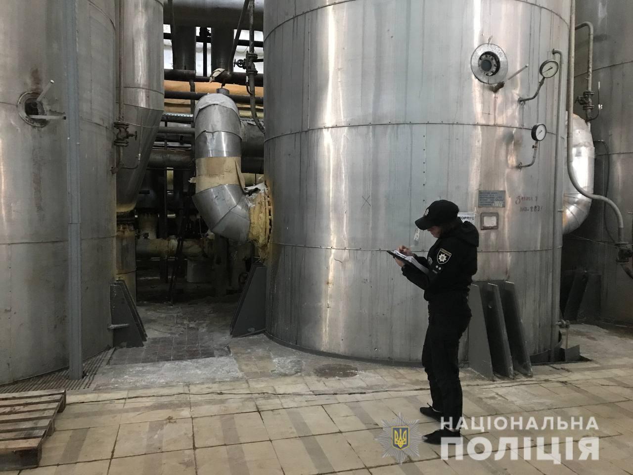 В Киевской области произошел взрыв на заводе: пять человек увезли в больницу