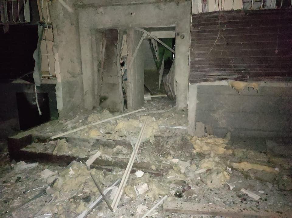 К зиме не починить. Боевики артобстрелом разрушили пятиэтажку в Луганской области: фото