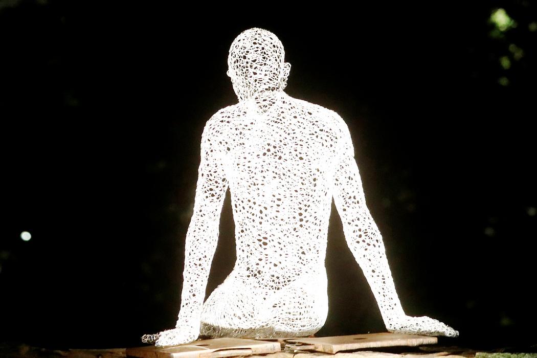Светящаяся скульптура (Фото: Toms Kalnins/EPA)