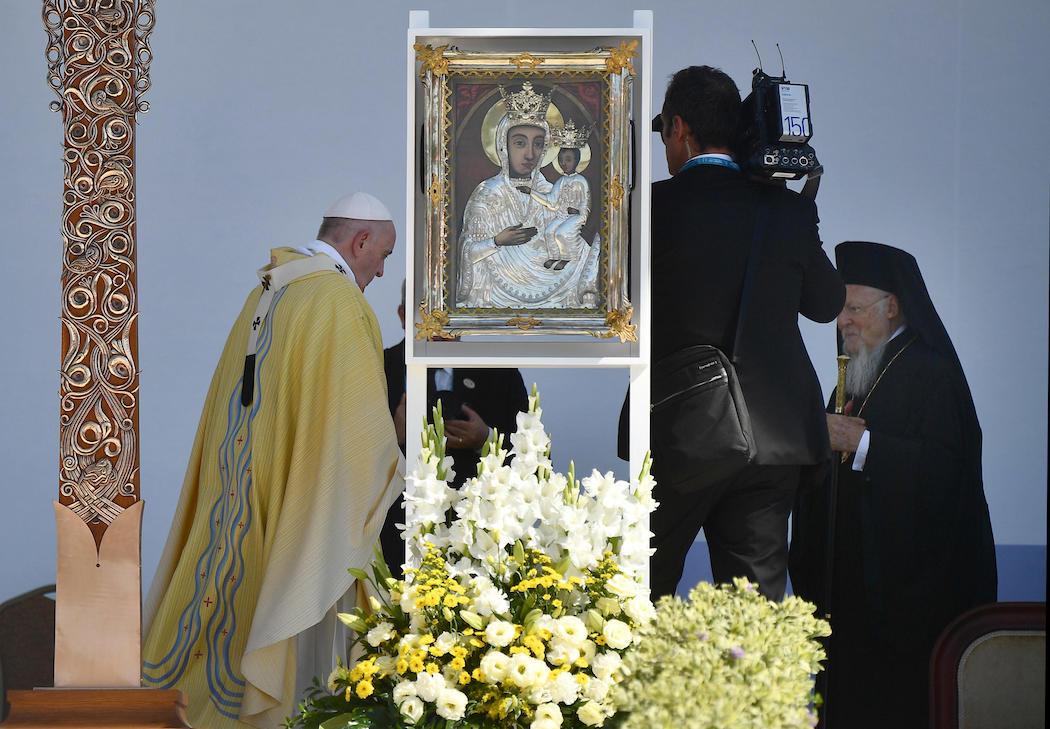 Папа римский Франциск встретился со вселенским патриархом Варфоломеем в Будапеште: фото