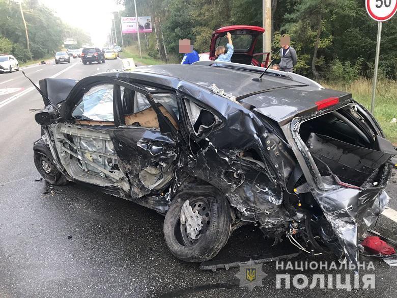 В Киеве произошло ДТП с участием восьми автомобилей: фото