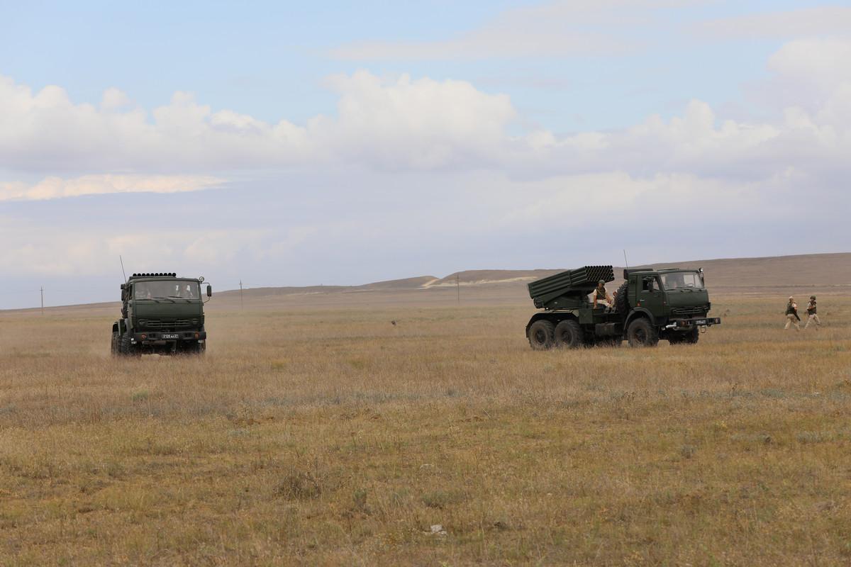 Окупанти проводять у Криму тактичні навчання з бойовою стрільбою з Градів: фото