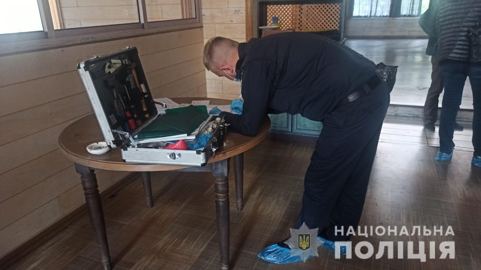 В кафе в центре Харькова из помпового ружья застрелился его владелец