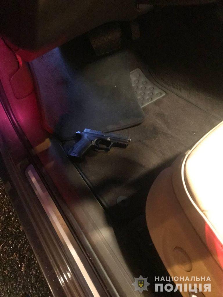 Пытался сбежать и отстреливался: полиция задержала в Киеве пьяного водителя – фото, видео