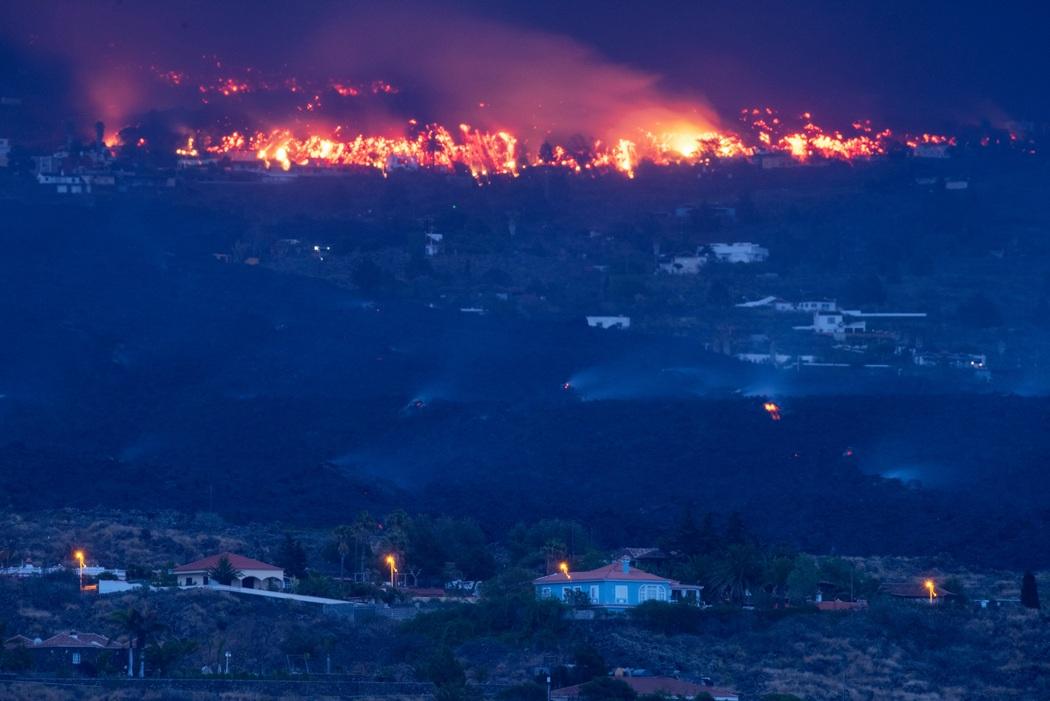 Извержение вулкана Кумбре-Вьеха (Фото: Carlos de Saa/EPA)