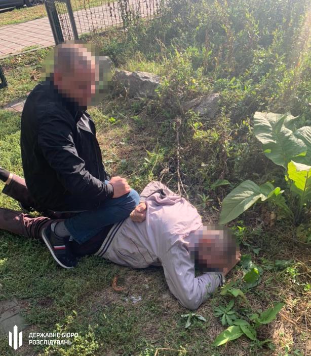 Сотрудник полиции Запорожья продавал наркотики (Фото: пресс-служба ГБР)