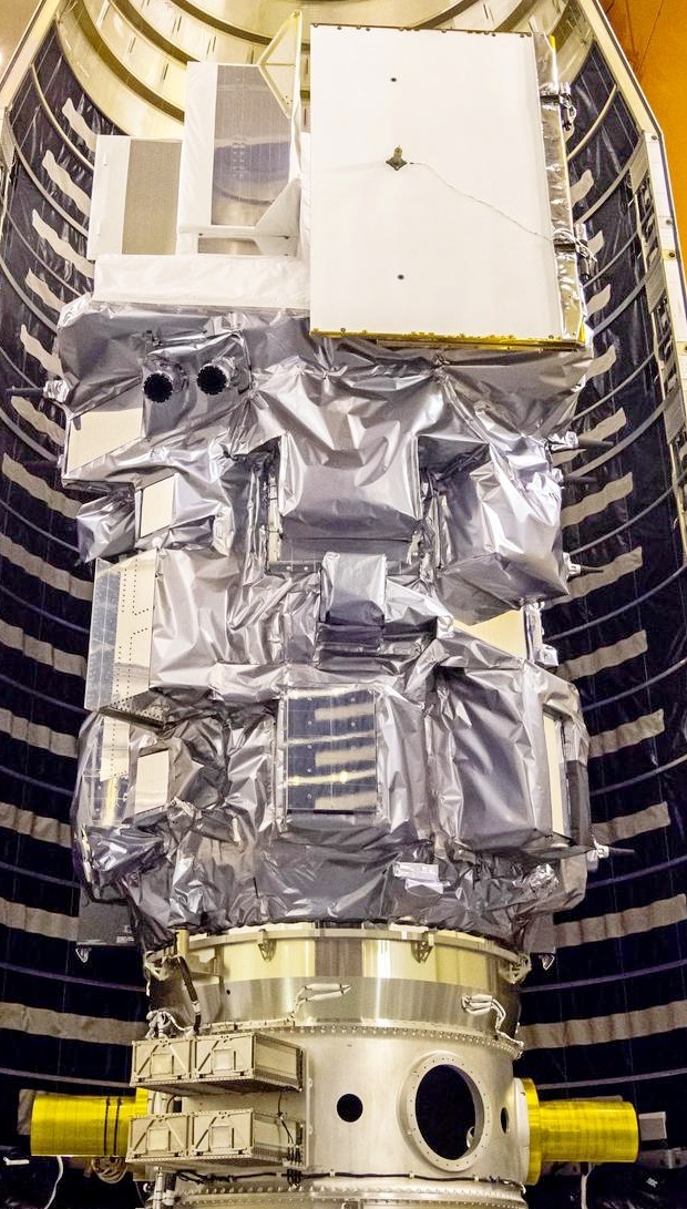 Landsat 9 перед закрытием в носовой обтекатель