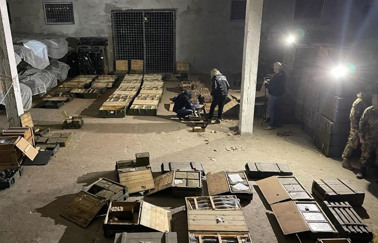 СБУ взяла начальника ракетно-артиллерийского склада: продавал оружие криминалитету – видео