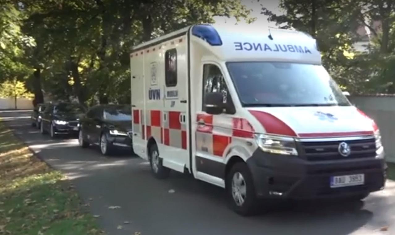 Президента Чехии Земана госпитализировали после встречи с премьером