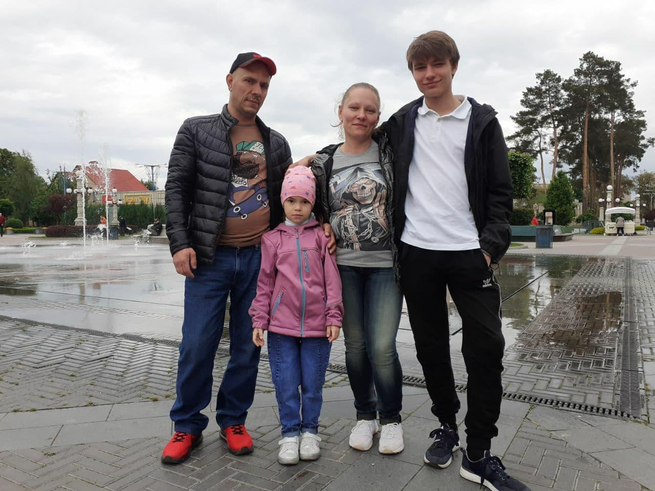 """""""Хотіла би продавати хліб"""". Як Україна насправді зустрічає білорусів, які тікають від терору"""