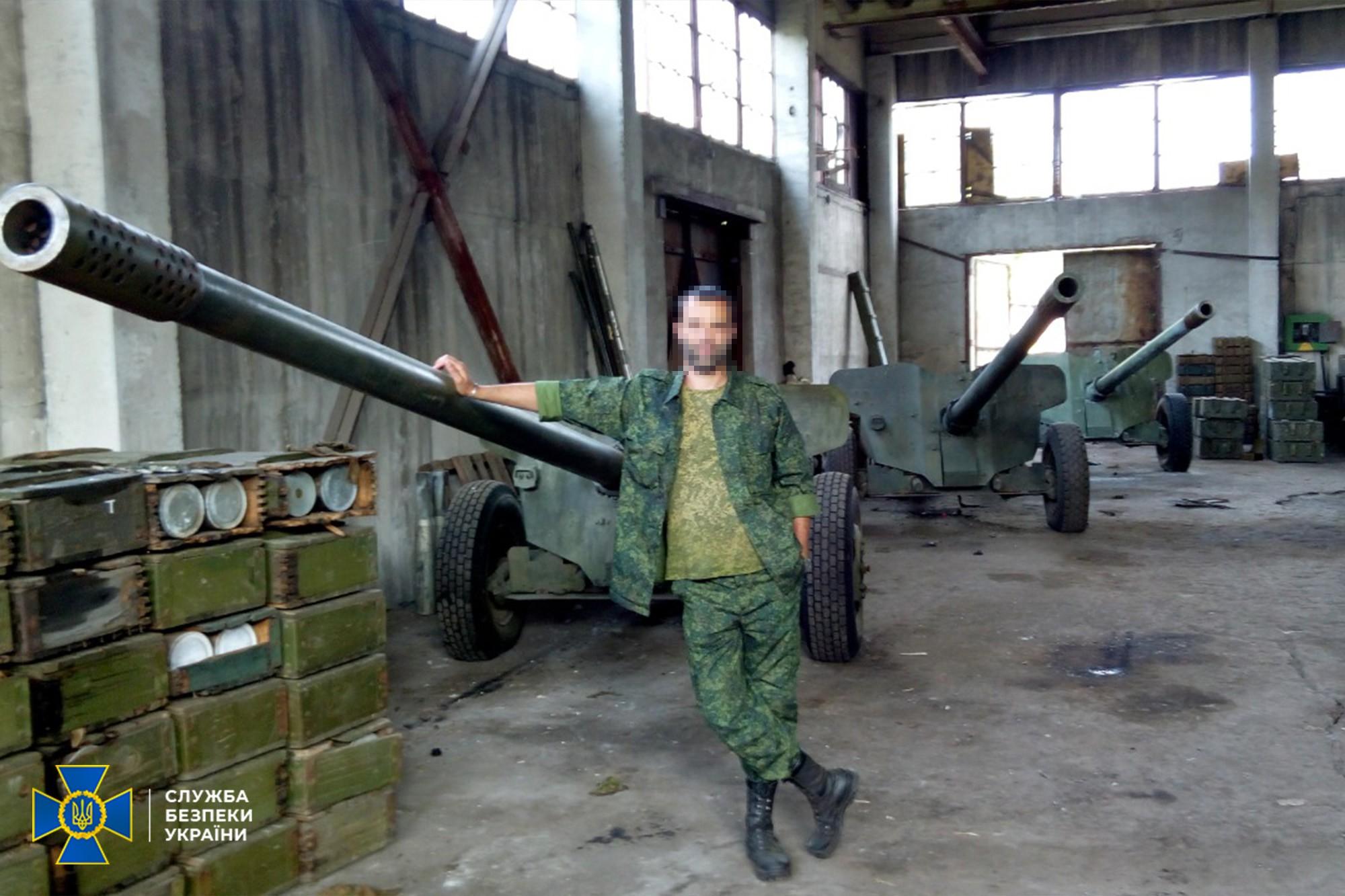 СБУ допитала спійманого на Донбасі бойовика. На його телефоні відео обстрілу позицій ЗСУ