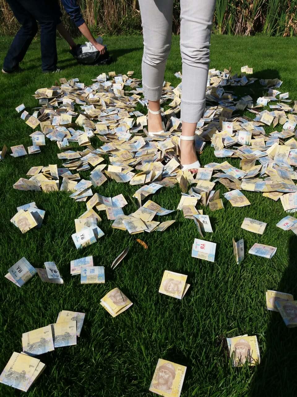 В рамках рекламной акции Фрегат разбросал с коптера 200 тыс. грн