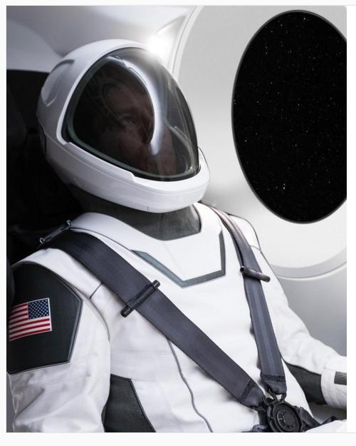 Маск показал космический скафандр, разработанный SpaceX