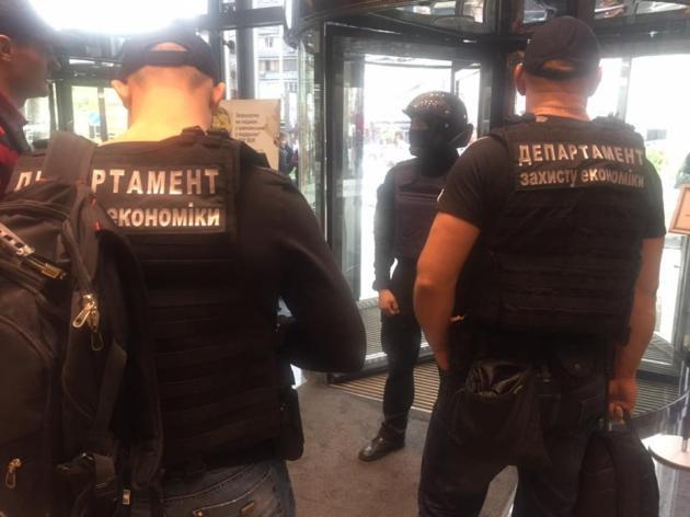 Правоохранители проводят 183 обыска по делу Клименко-Януковича