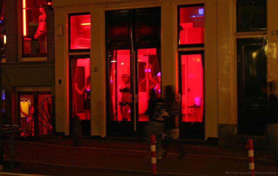 Что касается знаменитой улицы Красных Фонарей, то туда мы с друзьями