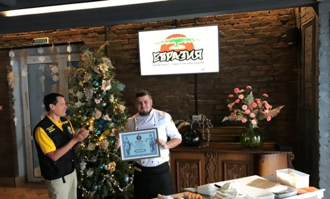 """Сеть ресторанов """"Евразия"""": рекорд Украины по приготовлению роллов"""