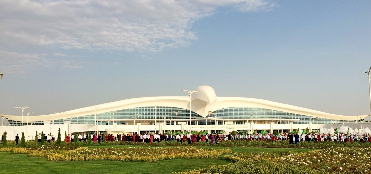 Мрамор и пустота. Как Туркменистан открывал супераэропорт