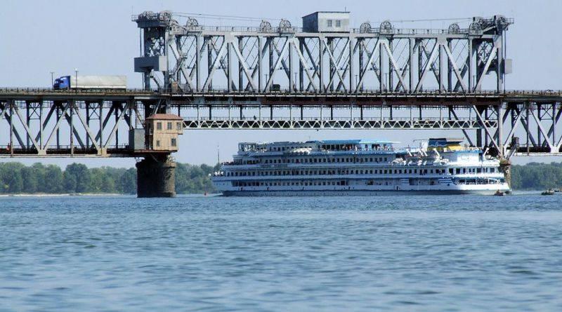 """Мост и """"бетонка"""". На что Украина потратит китайские миллионы"""
