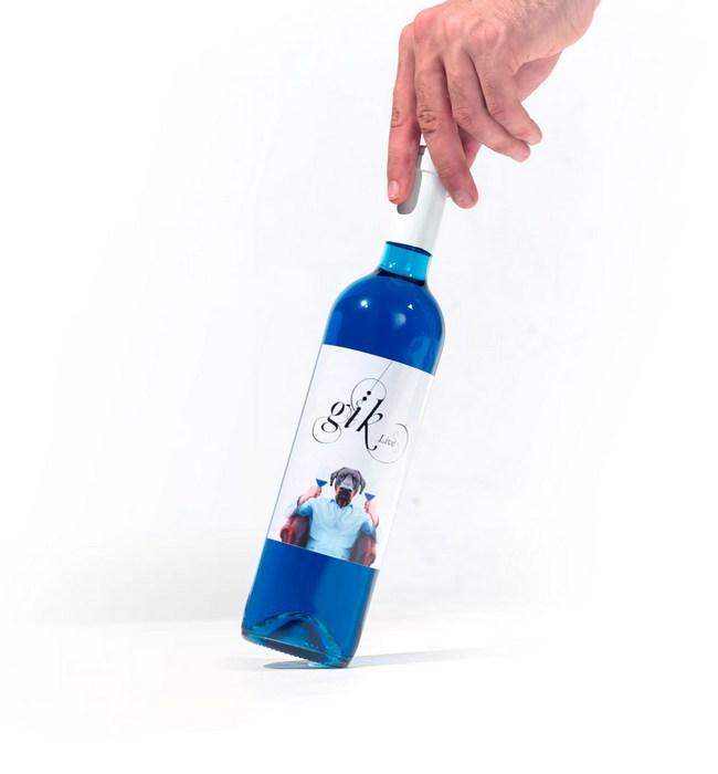 В Испании начали производить вино синего цвета