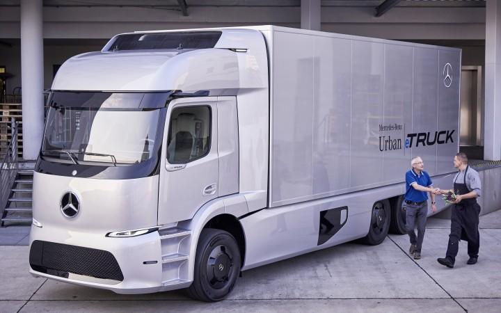 Mercedes запускает в производство электрогрузовик: фото