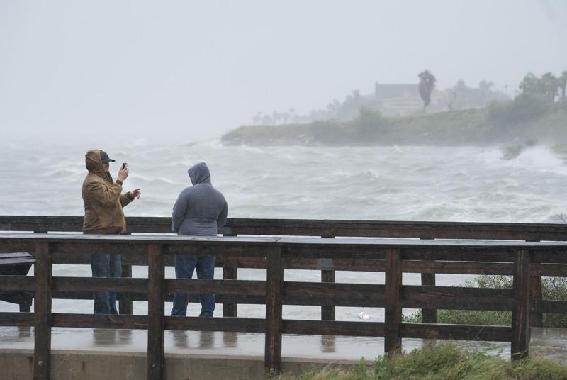 Из-за урагана Харви в Техасе остановились НПЗ, Brent дорожает