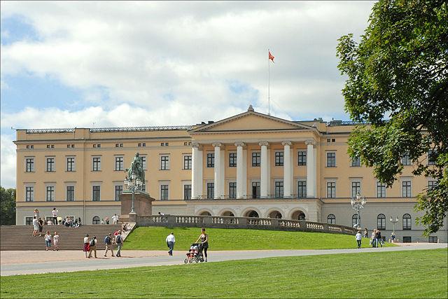 02_Oslo_Royal_Palace_left.jpg