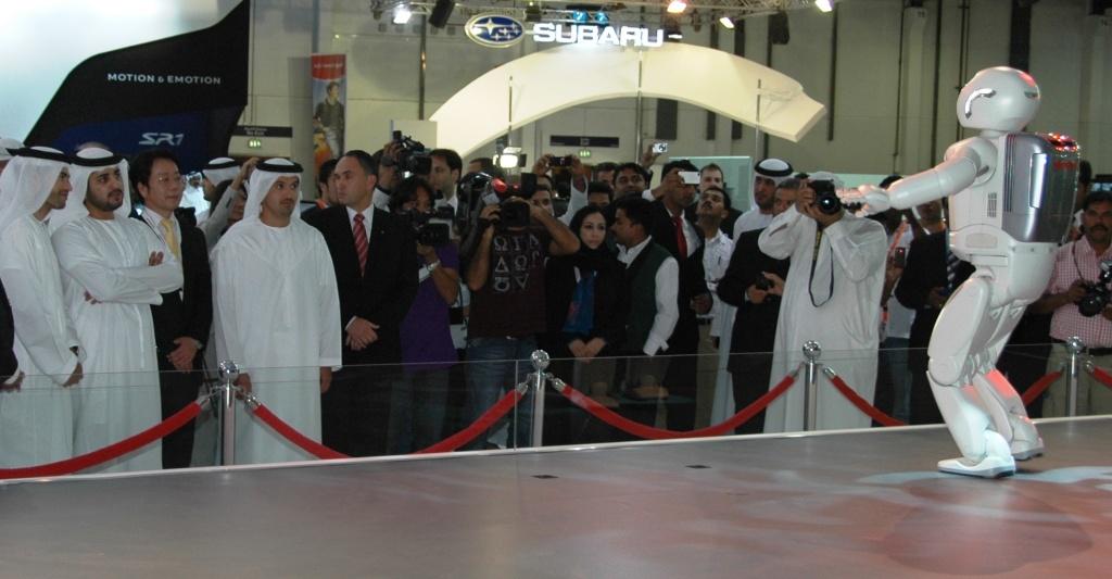 16486_ASIMO_at_the_Dubai_International_Motor_Show.jpg