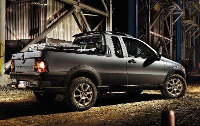 2012-Fiat-Strada-2[2].jpg