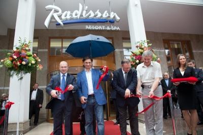 """В Алуште открыли вторую очередь гостиничного комплекса """"Radisson"""""""
