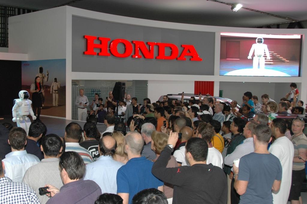 16485_ASIMO_at_the_Dubai_International_Motor_Show.jpg