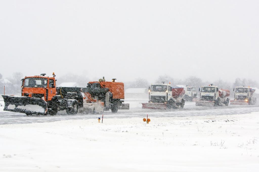 Аэропорт Киев из-за снегопада переносит рейсы в Борисполь: фото