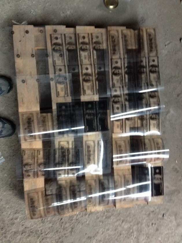 На полиграфкомбинате во Львове печатали поддельные доллары: фото - Новость Экономика - ЛІГА.Финансы