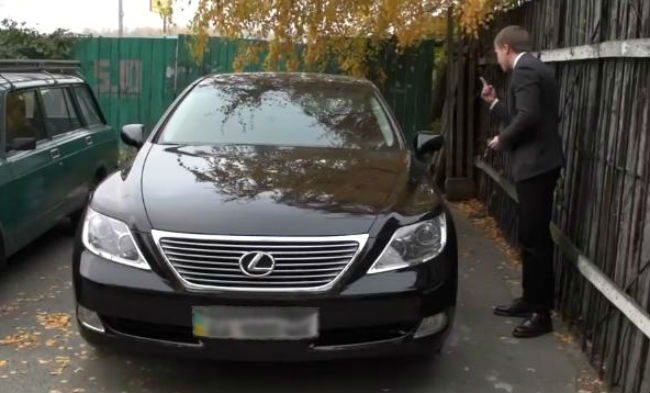 На яких авто їздять прокурори ГПУ і скільки заробляють: відео