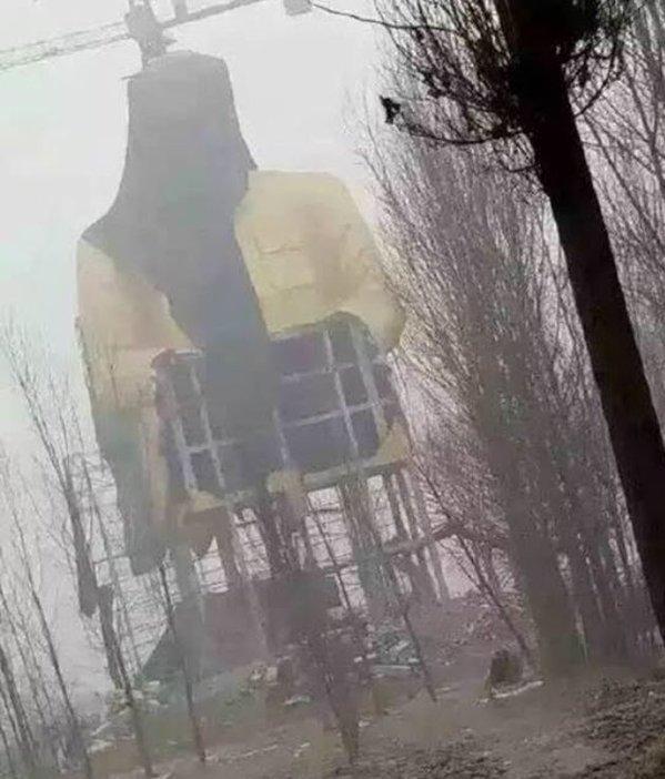В Китае демонтировали гигантскую статую Мао Цзэдуна: фото