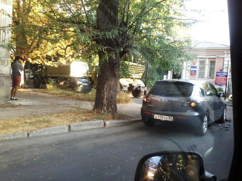 В оккупированном Симферополе Град столкнулся с легковушкой: фото