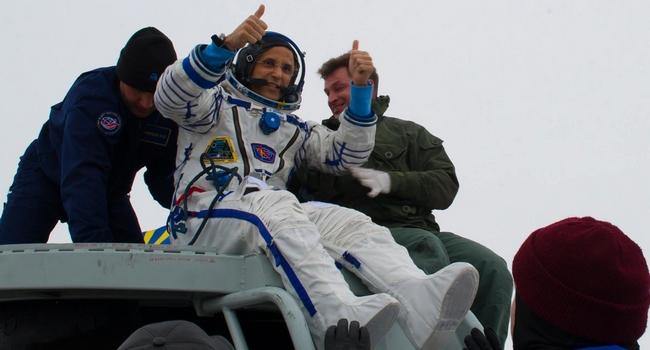 Космонавты с МКС успешно вернулись на Землю - фото