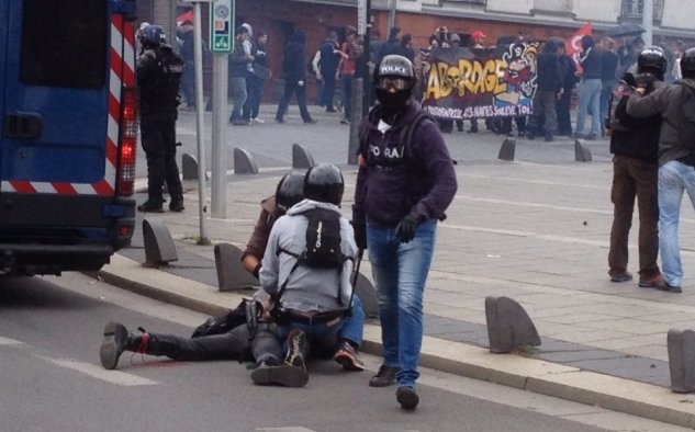 Протесты воФранции: неменее 15 человек получили ранения