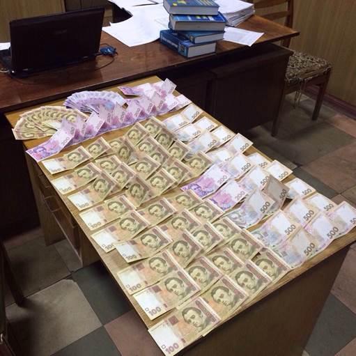 В Северодонецке у милиционера-взяточника нашли оружие и наркотики